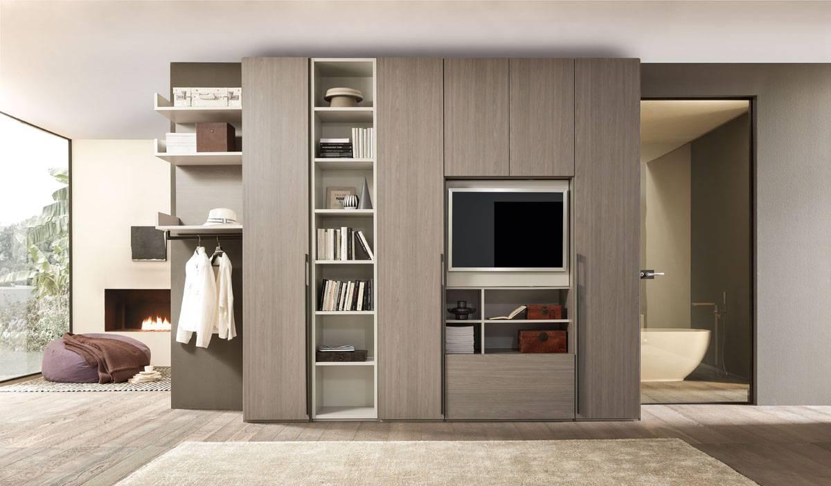 Cabina armadio con elemento tv