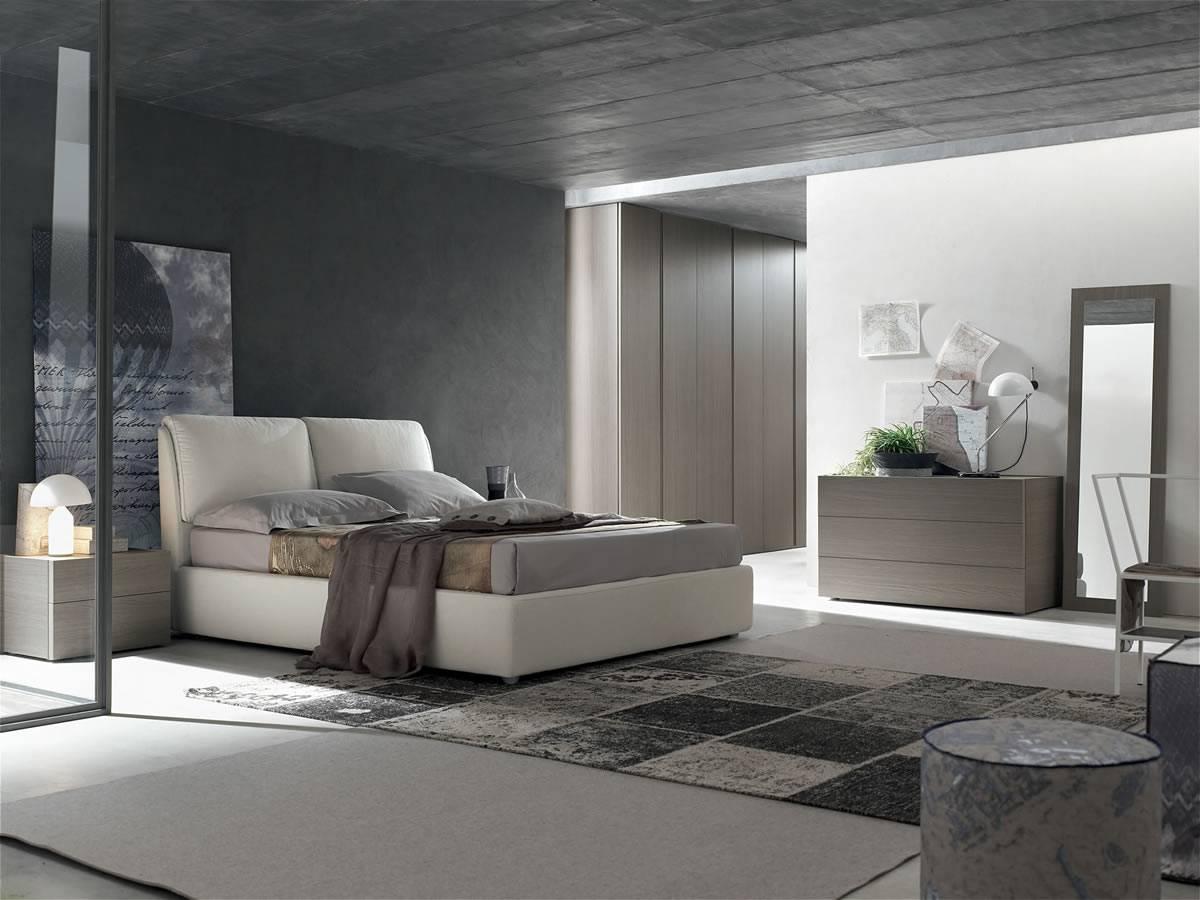 Camera matriminiale con letto imbottito