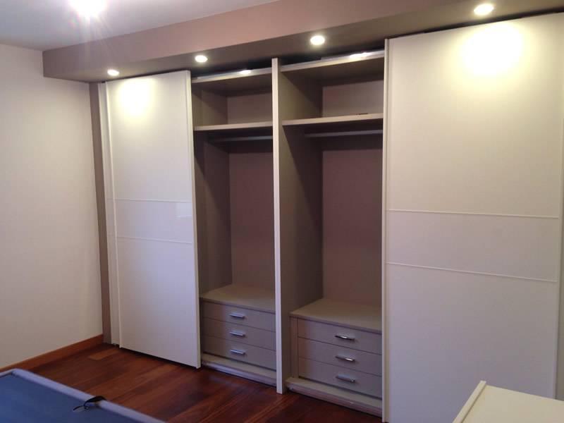 armadio scorrevole 4 ante aperto