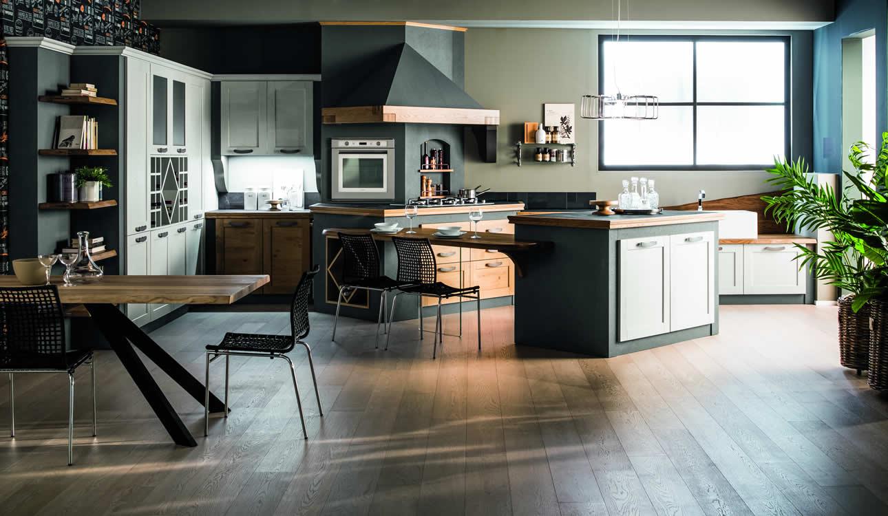 Cucina in rovere naturale e laccato anticato - Cucina classica