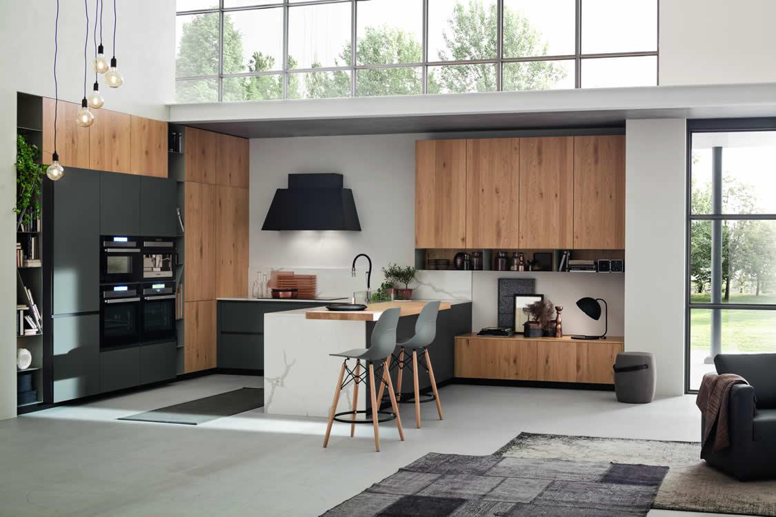 Cucina in rovere naturale e laccato grigio - Cucina moderna